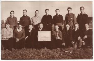 Tämä kuva sopisi olla juuri tuosta maljakilpailujen voittajajoukkueeesta vuosina 1948-1950.
